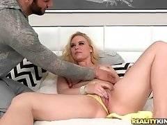 Damon Dice Warms Sexy Mindy Deep Up 1