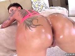 Big Bottomed Bella Bellz Enjoys Great Fucking 4